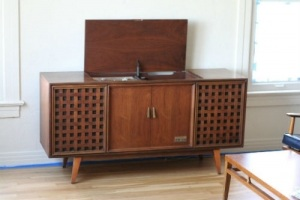How Much Is An Antique Record Player Cabinet Worth